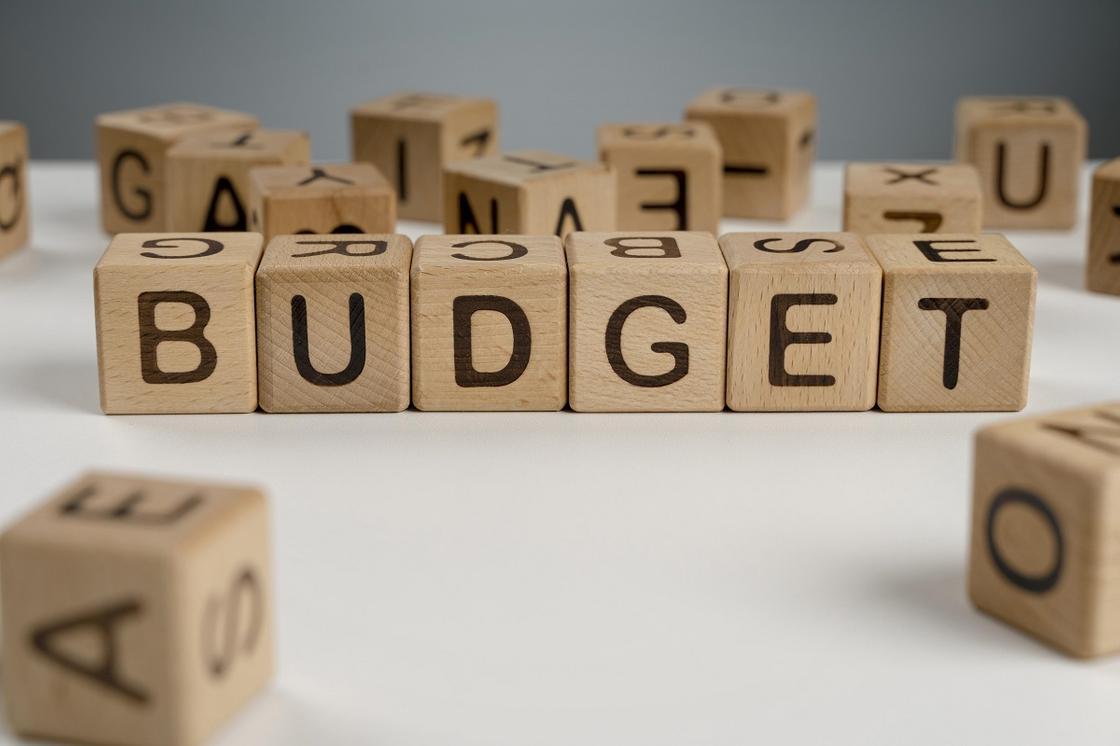 Слово бюджет на кубиках
