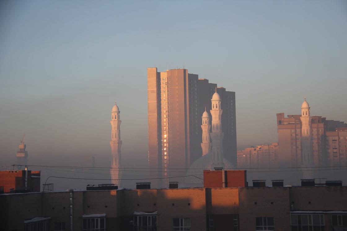 Астану окутал плотный смог (фото)