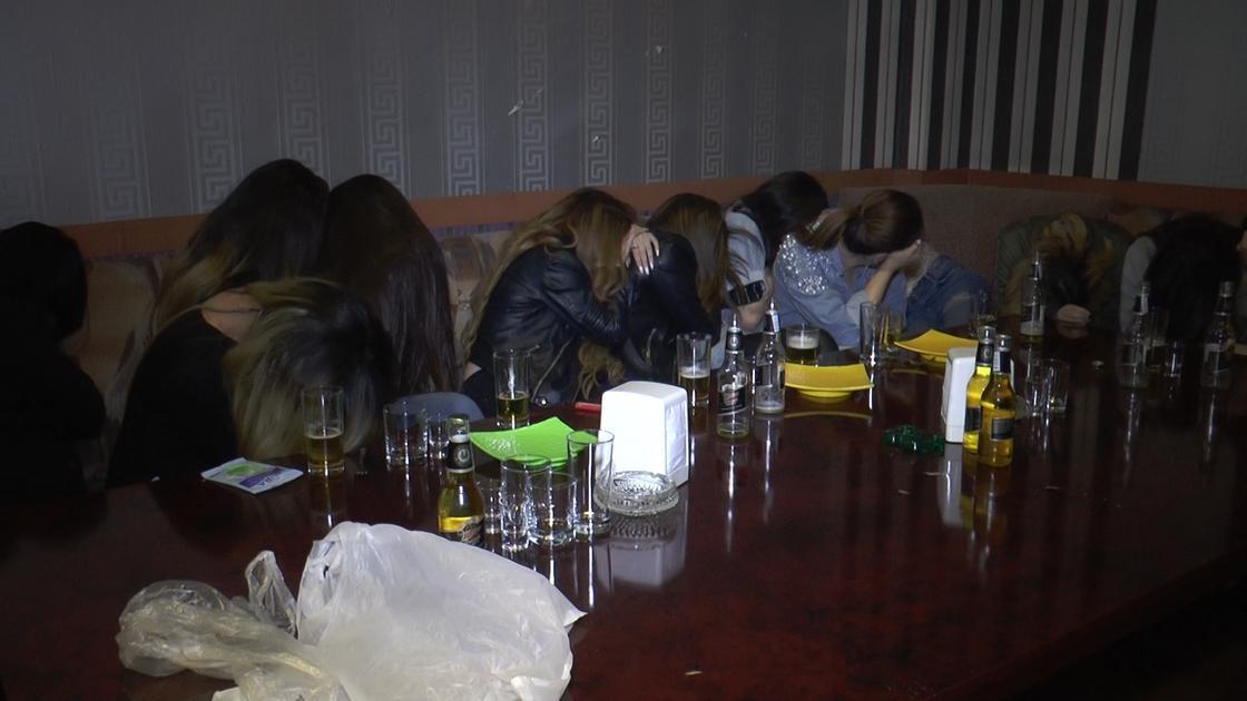 Заведение с проститутками и гражданами Кореи накрыла полиция в Алматы (фото)