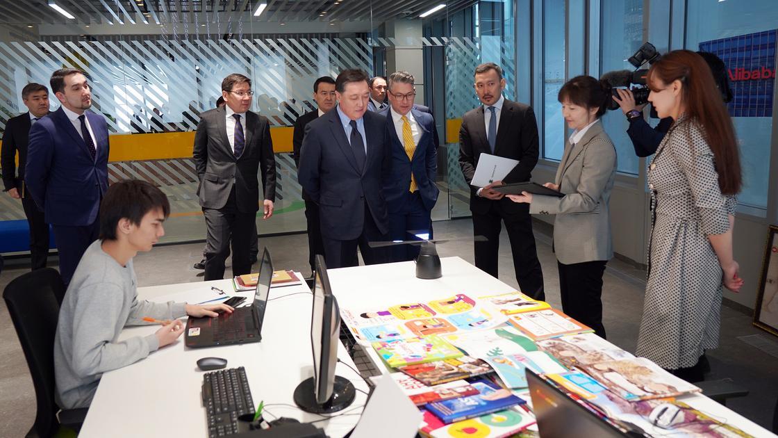 Премьер-Министр РК А. Мамин провел в Astana Hub совещание по цифровизации