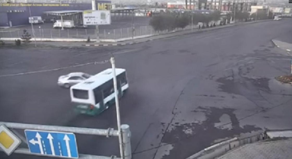 Появилось видео аварии с автобусом в Шымкенте, в котором погибла женщина