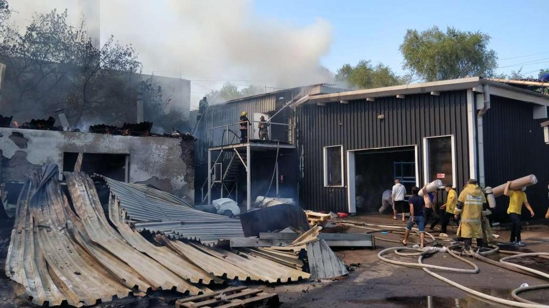 Чье тело нашли на месте пожара в Алматы, рассказали в полиции