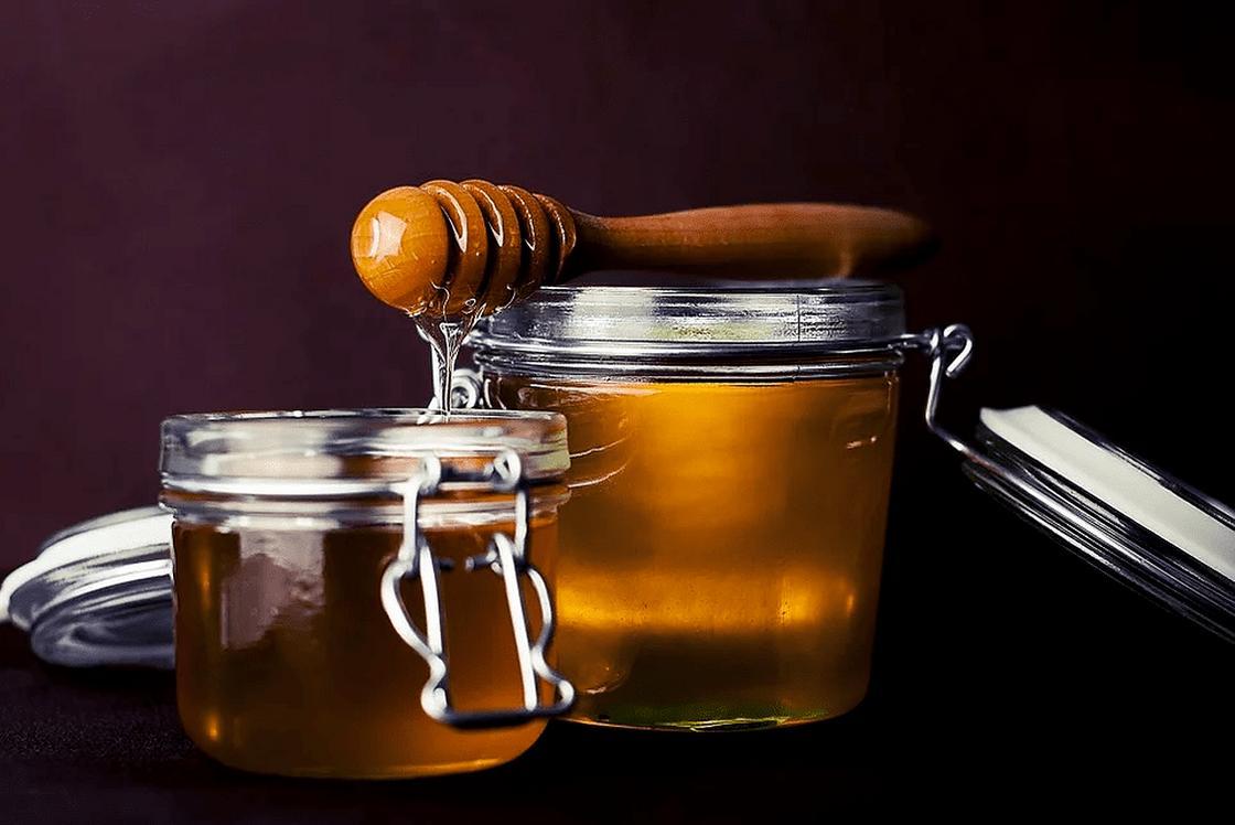 Как смыть краску с волос медом