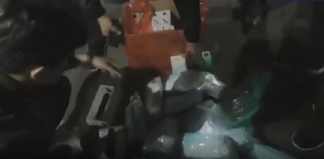 Лекарства на 7 млн тенге нашли полицейские в машине на трассе Алматы-Бишкек (видео)