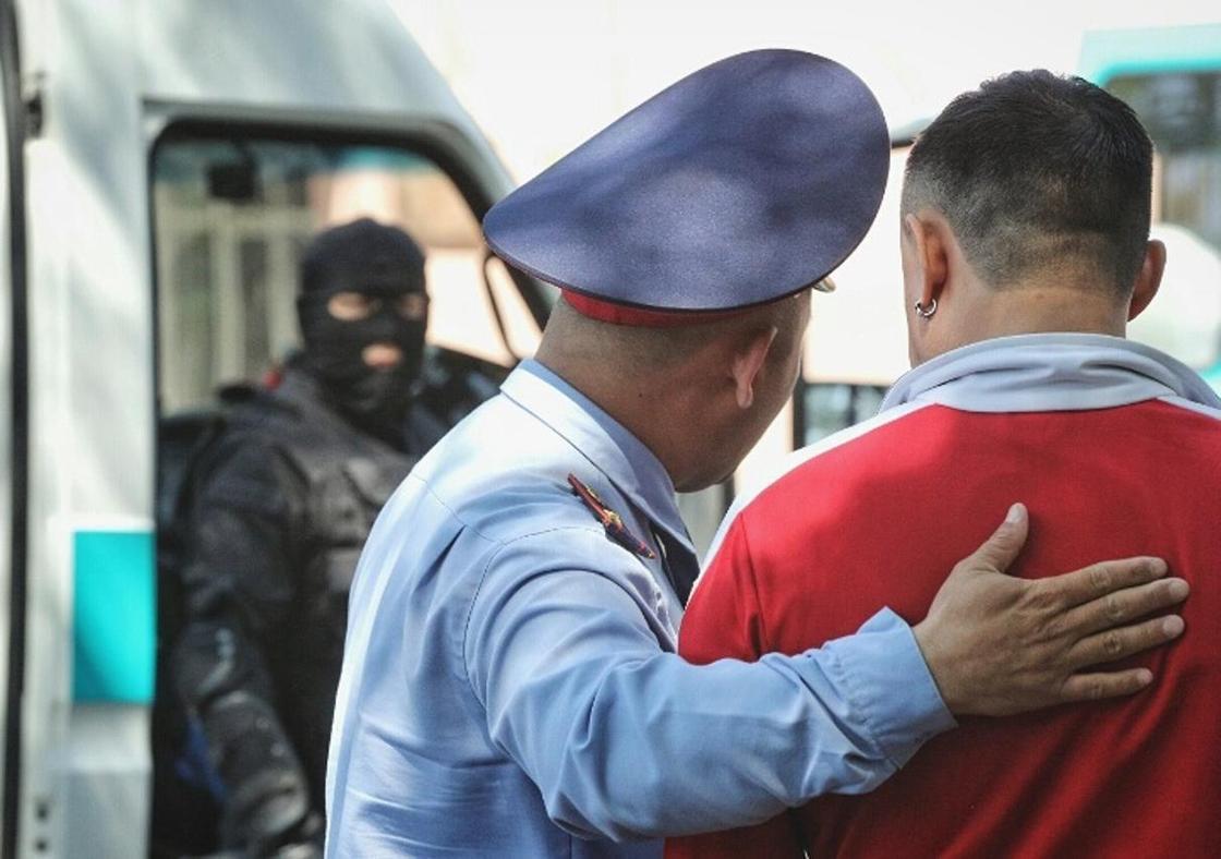 Около 700 человек было задержано за участие в митингах в Казахстане