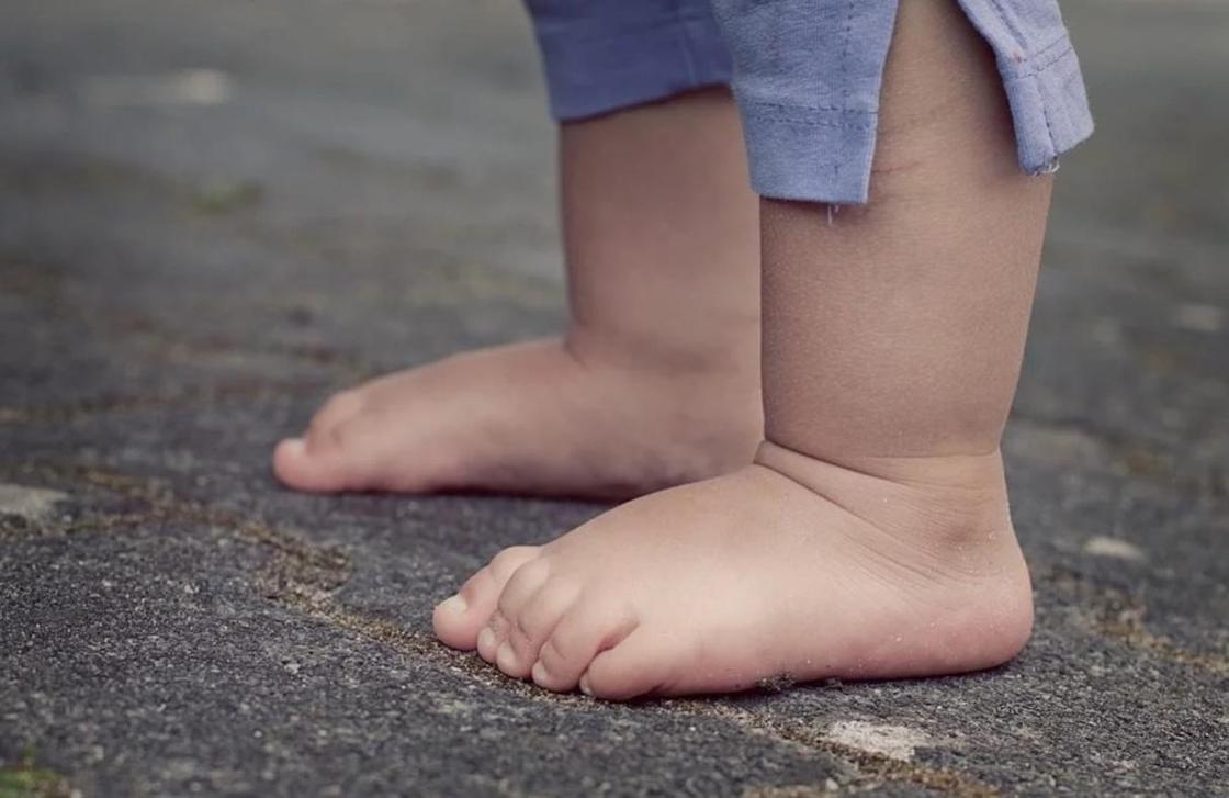 Двухлетнего ребенка вылечили от коронавируса в Алматы