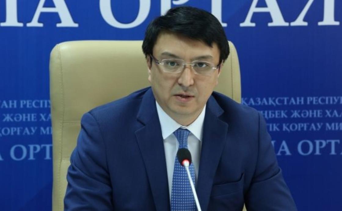 Жаңа сайланған депутат Әлтаев бір баланы асырауға 20 мың теңге жететінін мәлімдеді