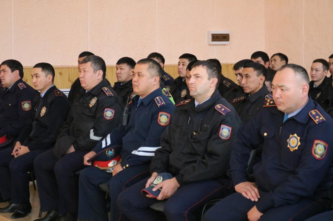 Жергілікті полиция қызметінің жеке құрамымен кездесу өткізілді
