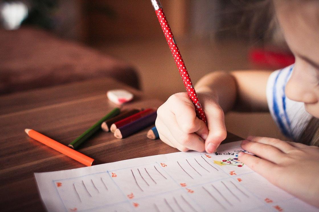 Дети медиков смогут учить английский бесплатно