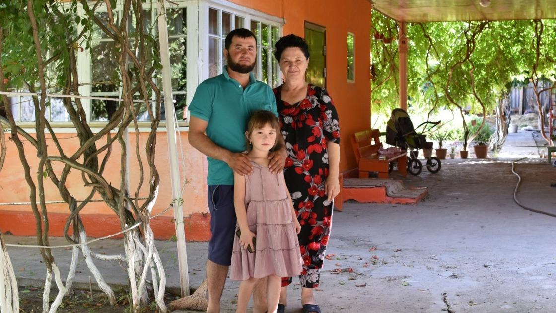 Житель Мактааральского района Далер Касымов и его семья