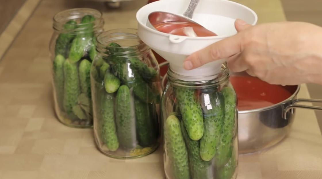 Заливка огурцов томатным соком