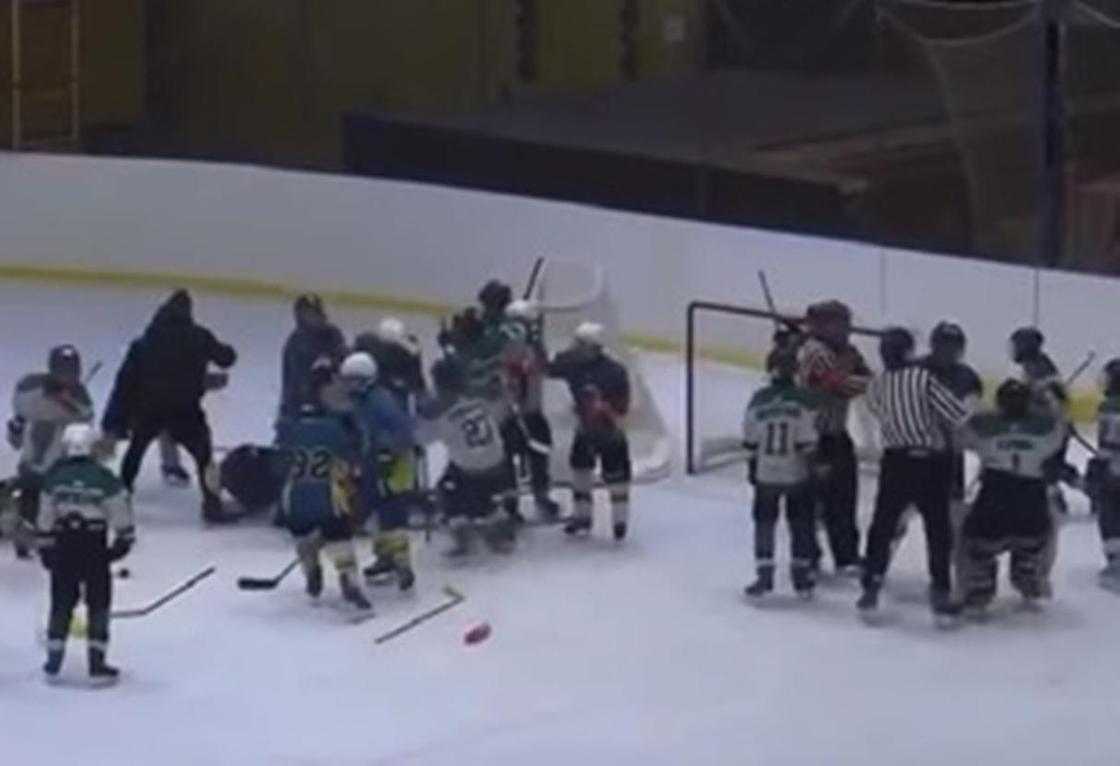 Тренер подрался с 11-летними хоккеистами команды соперника