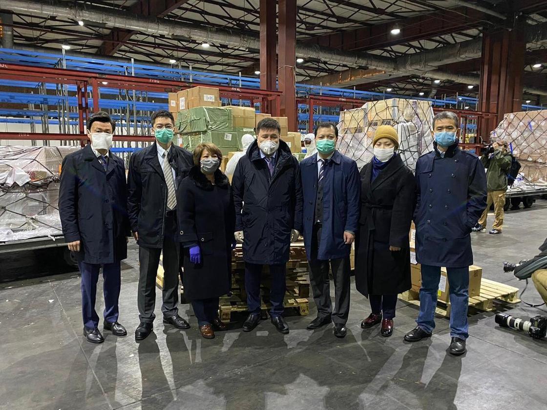 Китай прислал Казахстану гуманитарную помощь
