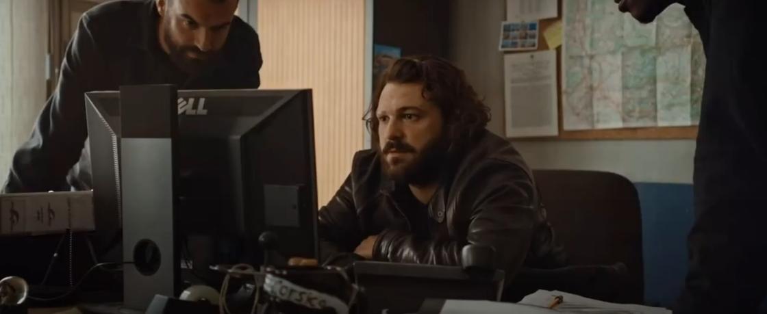 Мужчины за компьютером. Кадр из фильма «Шальная пуля»