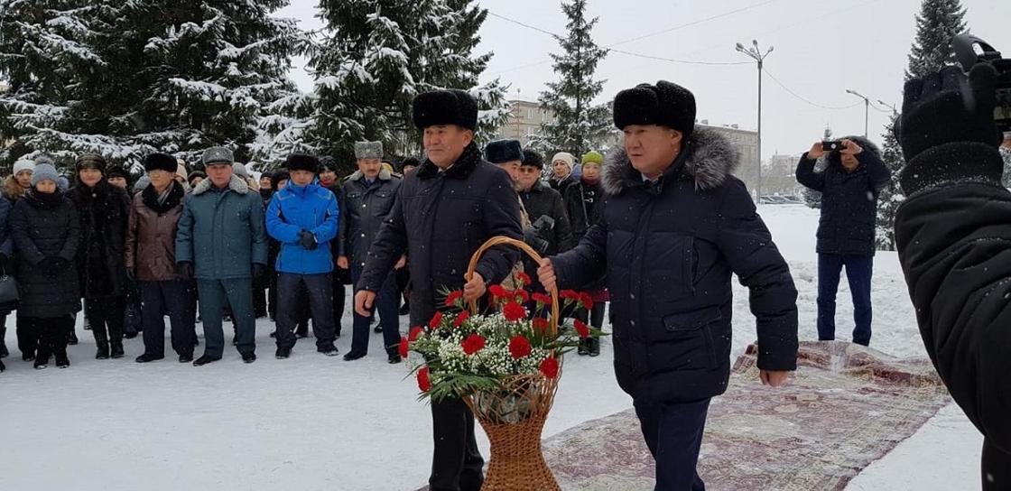 Памятные бюсты трем биям открыли в Щучинске