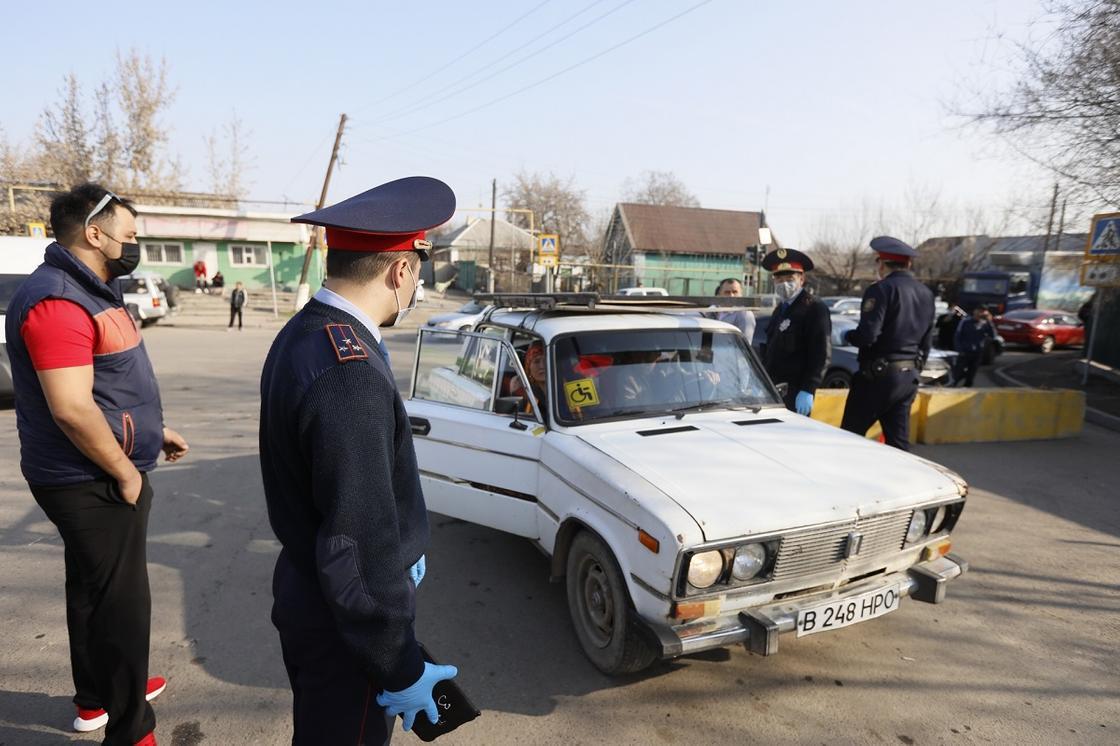 Көлікпен еркін жүруге болады: Алматыдағы блок-бекеттердің жұмысы тоқтады