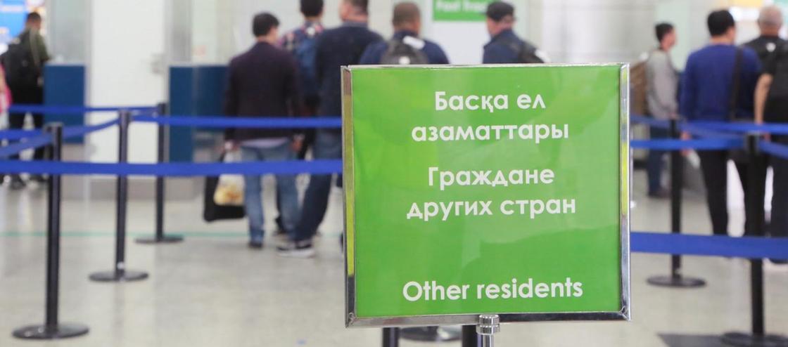 Гражданин России уже вторые сутки живет в аэропорту Алматы из-за отмены рейса