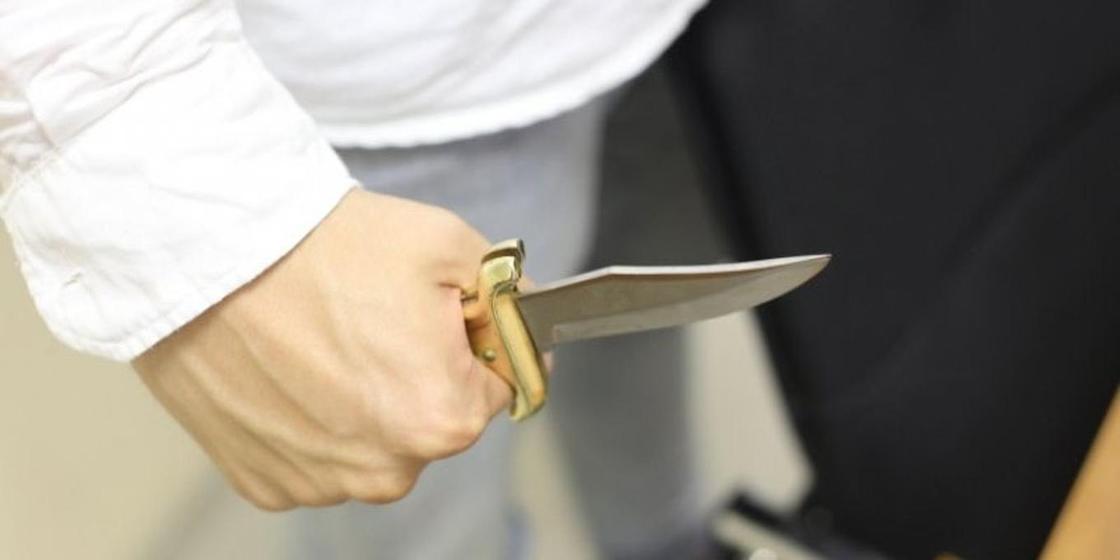 Рецидивист ранил ножом родную сестру в Караганде