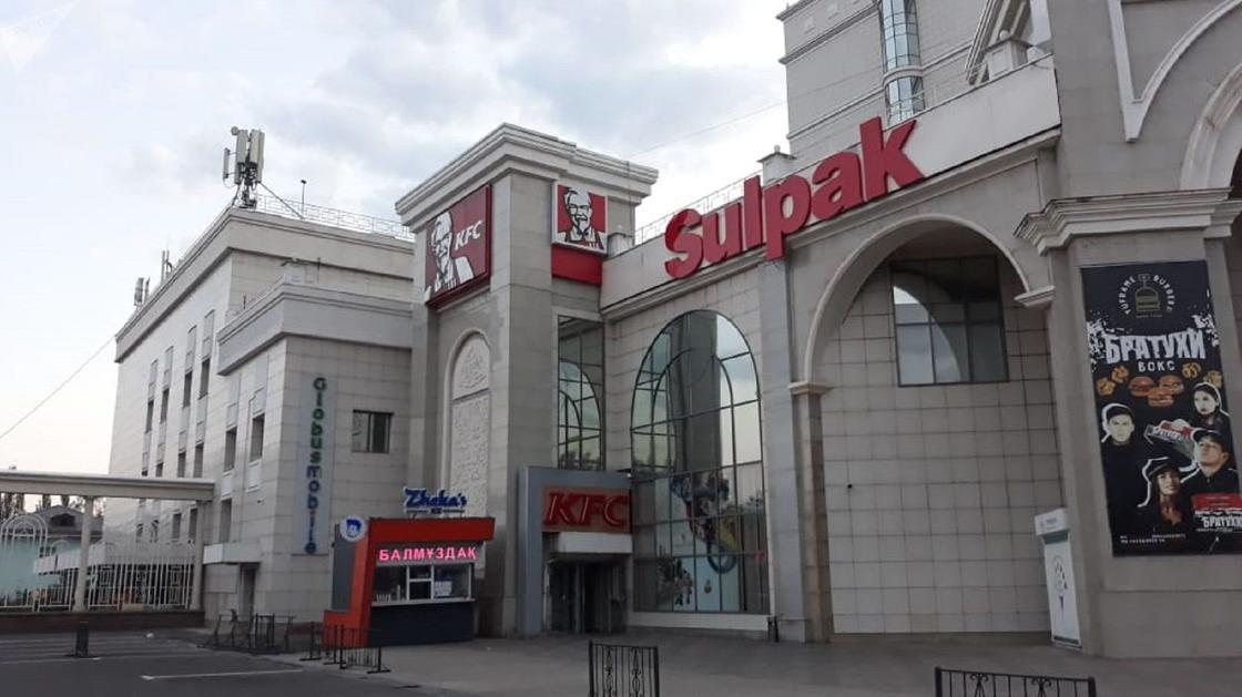 Пожар произошел в крупном ТРЦ Алматы