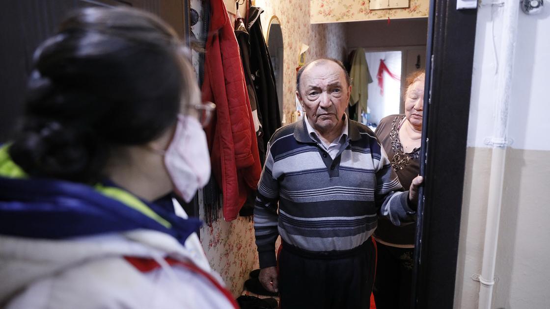 Волонтеры Красного Полумесяца обеспечат продуктами 800 человек в Алматы и Нур-Султане