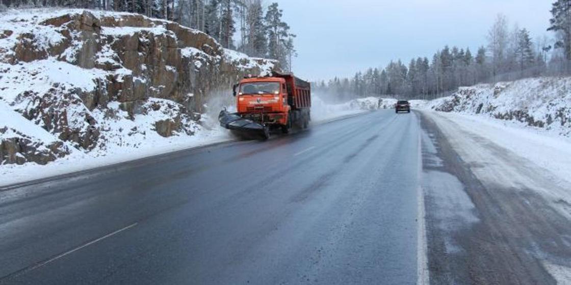 Дорожного рабочего насмерть сбили на трассе в Акмолинской области