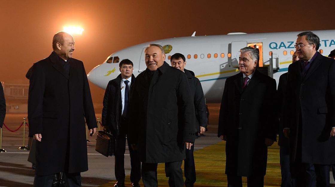 Назарбаев прибыл в Санкт-Петербург (видео)