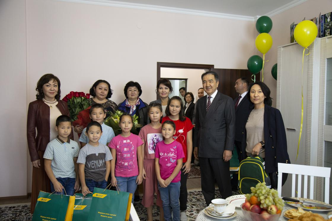Новые квартиры подарил Halyk Fund детям-сиротам (фото)