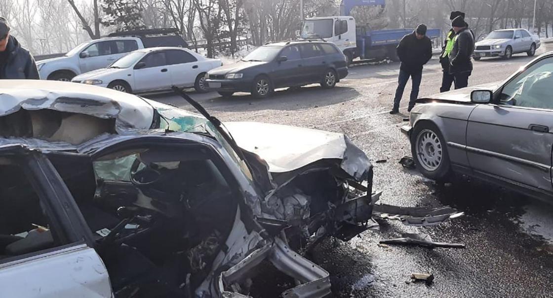Место массовой аварии в Алматы
