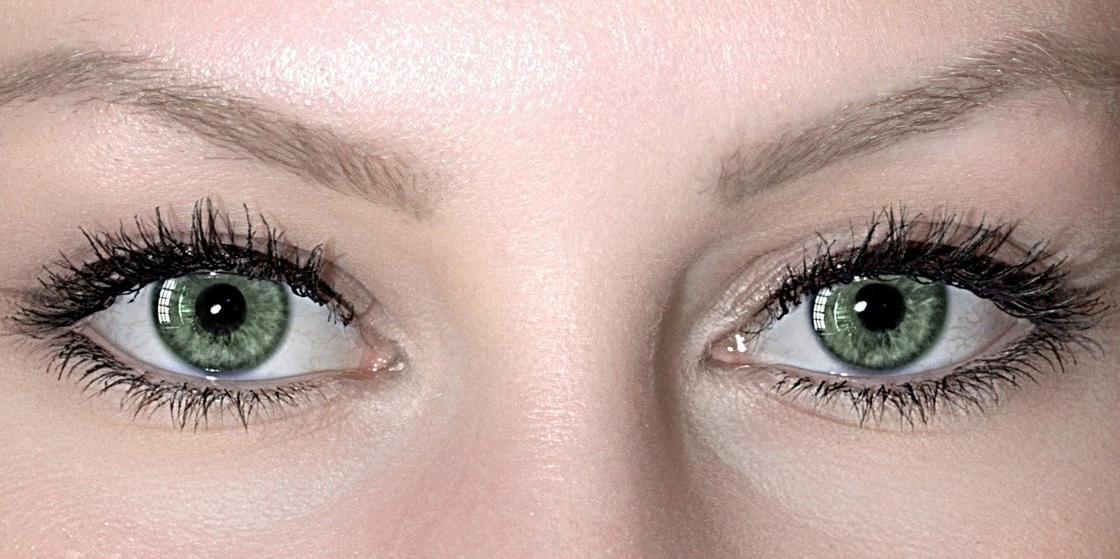 Глаза с красиво накрашенными ресницами
