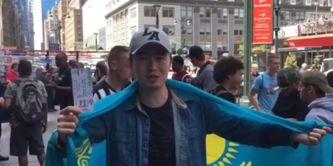 Жанкүйерлеріне қолтаңба үлестірген Головкин қазақстандыққа жекпе-жегіне билет сыйлады