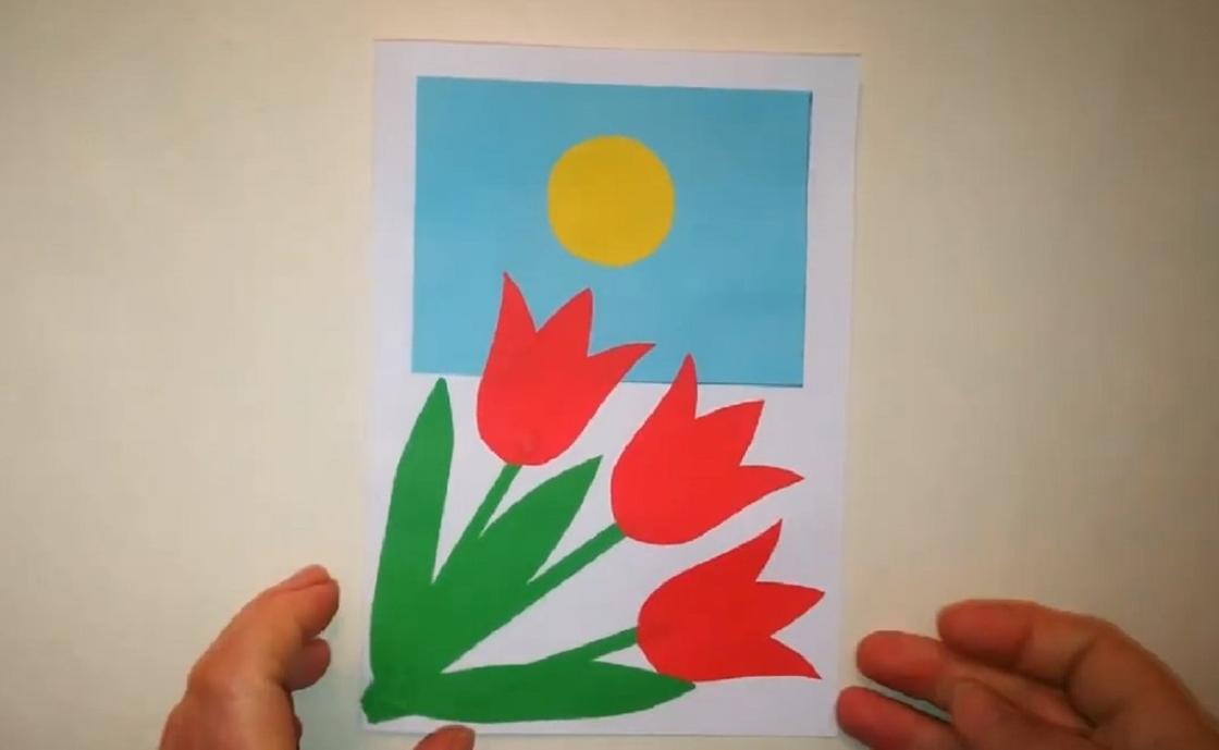 Открытка с тремя тюльпанами и флагом Казахстана