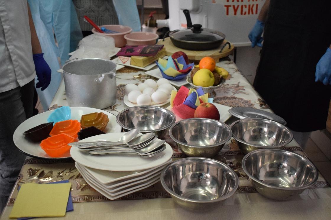 Французский десерт научили готовить поваров в павлодарской колонии
