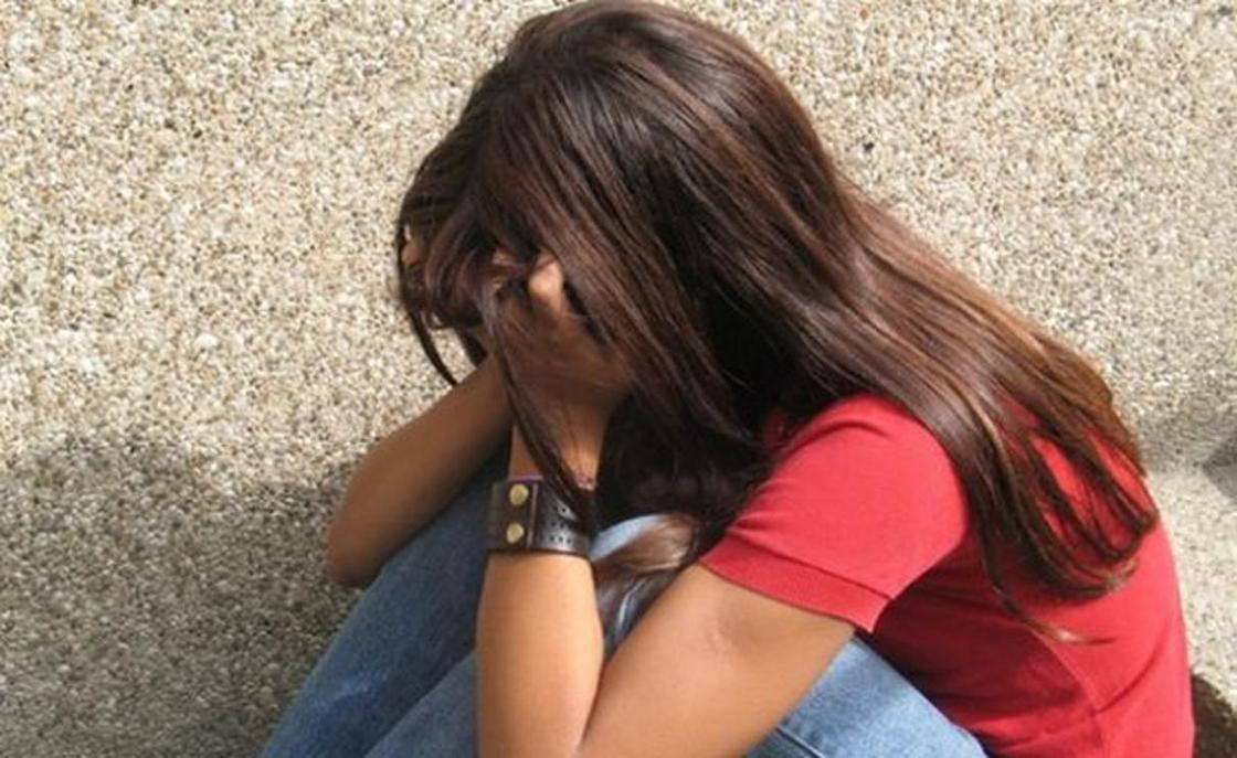 Қырғызстанда 15 жастағы қыз туған әкесінен бала тапты
