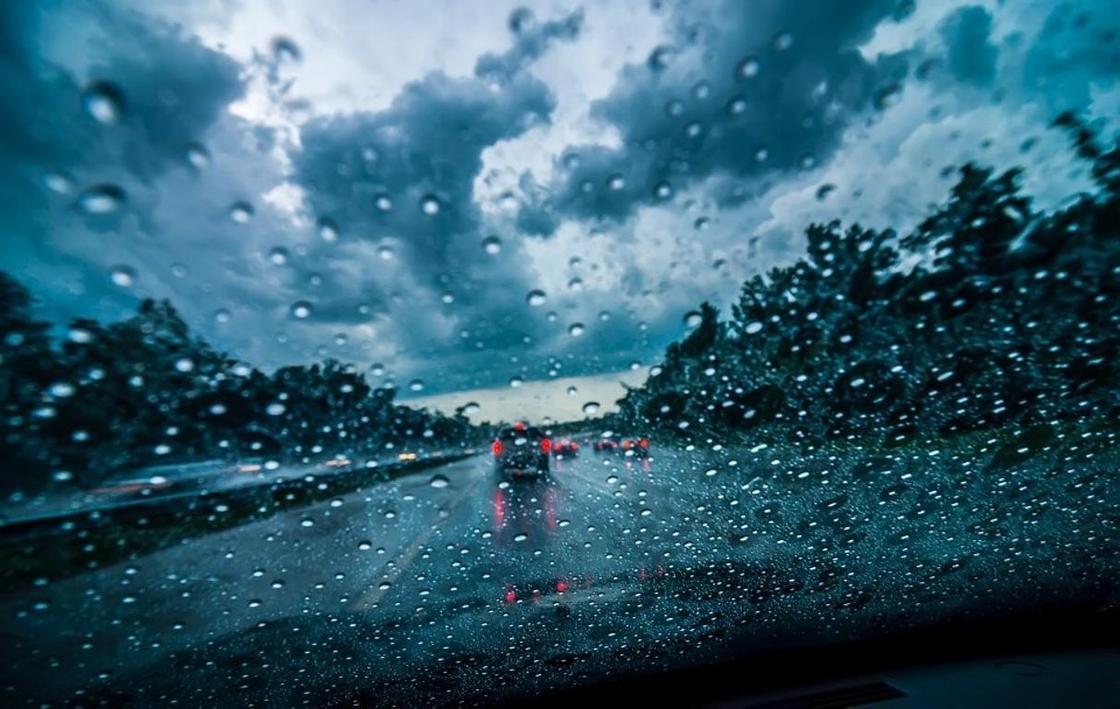 Дожди с грозами и сильный ветер ожидаются в Казахстане