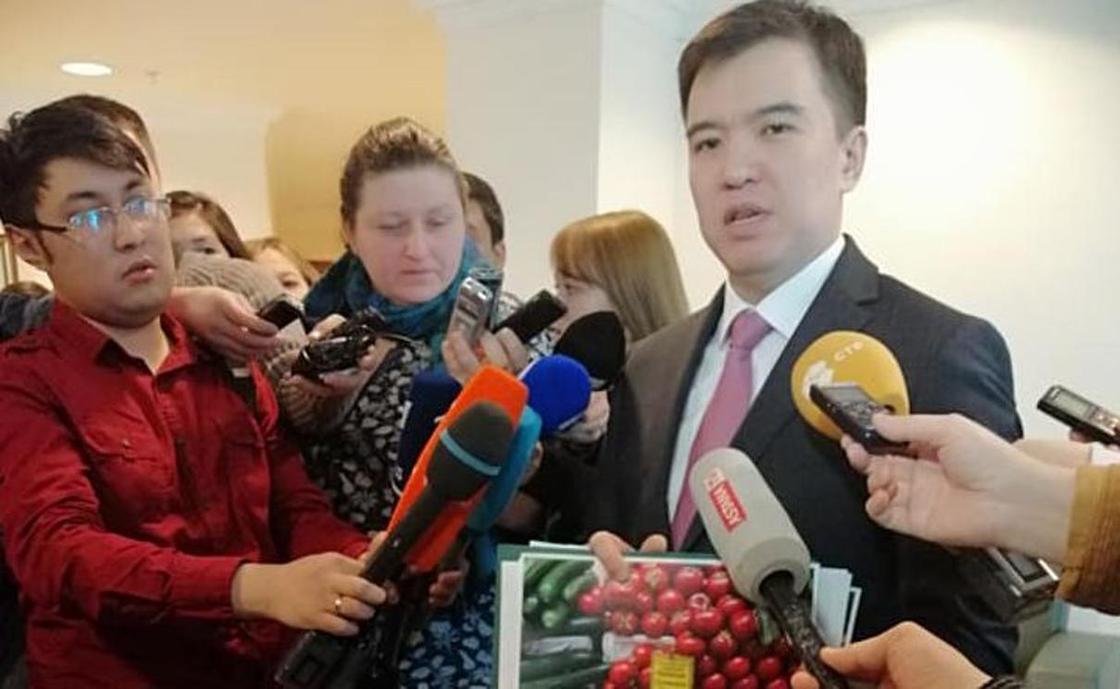 В Астане упали цены на огурцы и помидоры после рейда Даленова