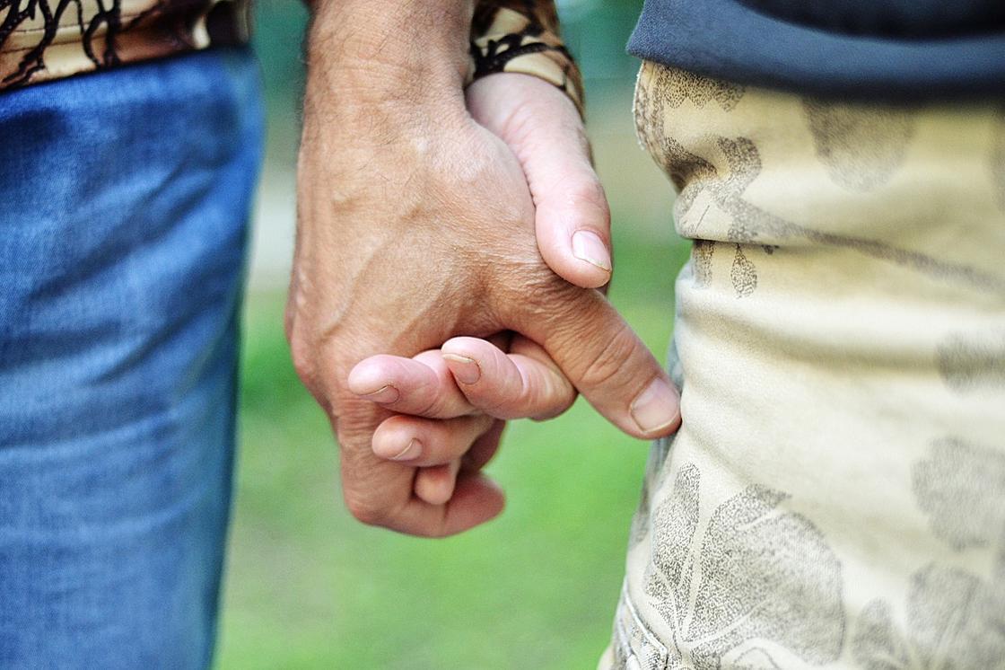 """""""Он - гей"""": казахстанка пытается """"вылечить"""" сына от нетрадиционной ориентации"""