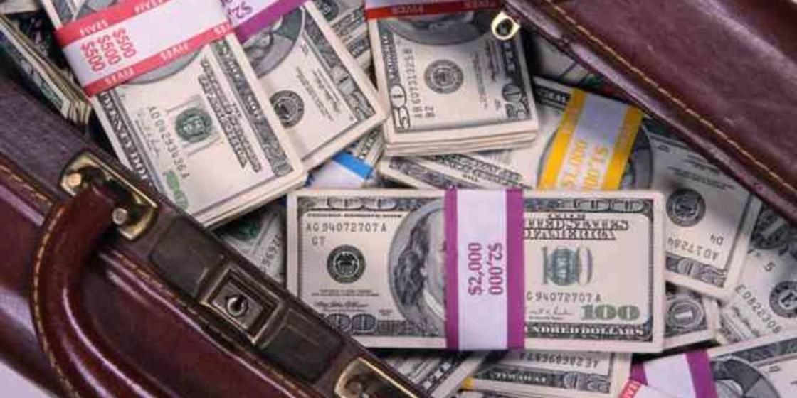 Жолдан жарты миллион доллар тапқан аргентиналық ақшаны қайтарып, марапаттан бас тартқан