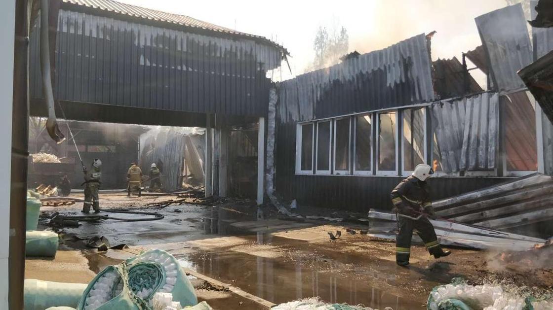 Крупный пожар в Алматы ликвидировал