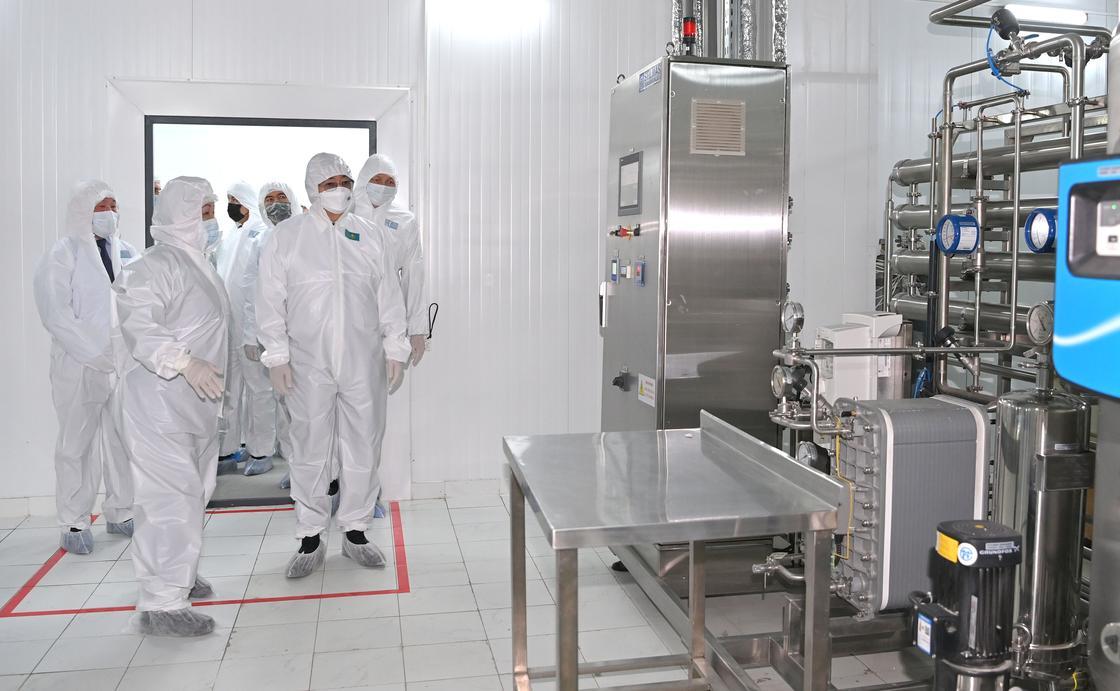 Касым-Жомарт Токаев посетил биофармацевтический завод иммунобиологических препаратов
