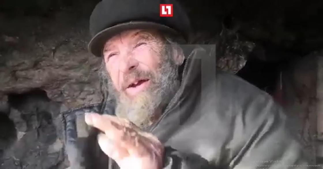 «Желает ему смерти»: 78-летний мужчина несколько лет живет в пещере (видео)