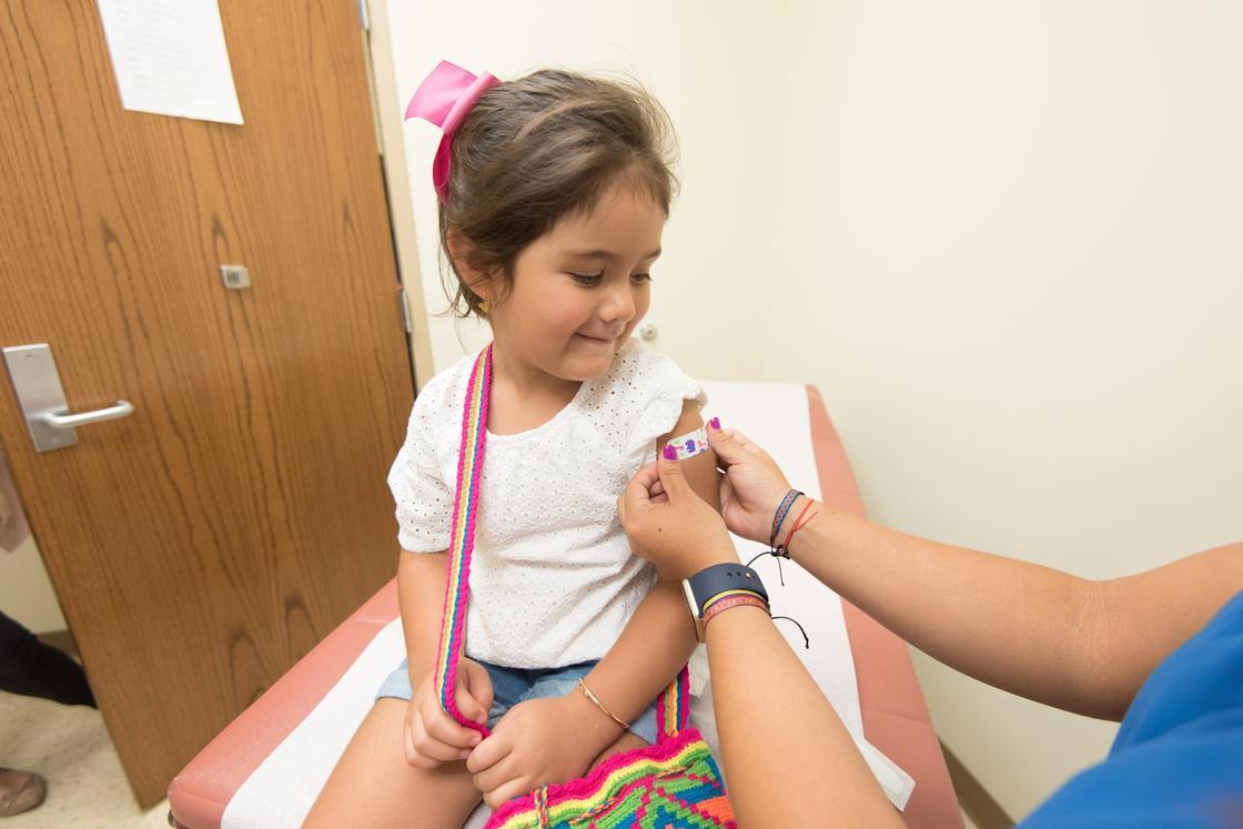 Китай предложил другим странам кредит в 1 млрд долларов на свою вакцину