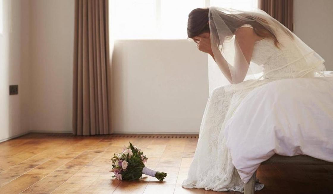 Родные жениха выгнали невесту из дома после первой брачной ночи в Кентау