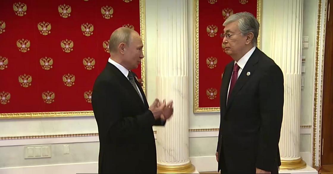 Қасым-Жомарт Тоқаев пен Владимир Путин. Кадр LifeShot видеосынан