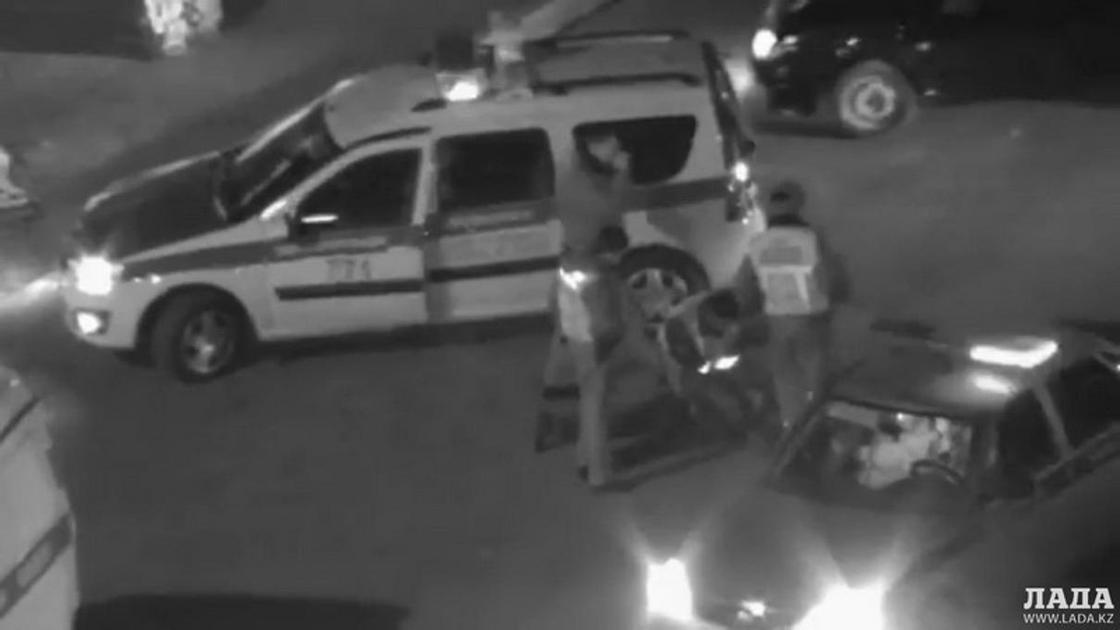 Изнасиловавшего девушку в центре Актау мужчину задержали по горячим следам (видео)