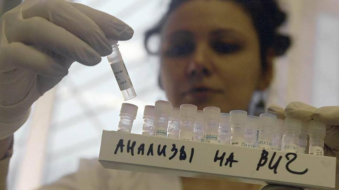 Четыре года проведет в колонии заразивший девушек ВИЧ житель Темиртау