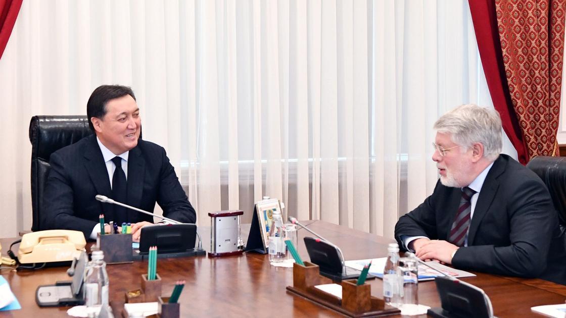 А. Мамин принял Чрезвычайного и Полномочного Посла РФ в РК А. Бородавкина