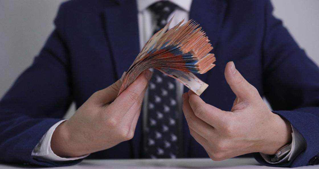 Премии на 92 млн тенге: очередной скандальный пост о топ-менеджерах ФСМС появился в Казнете