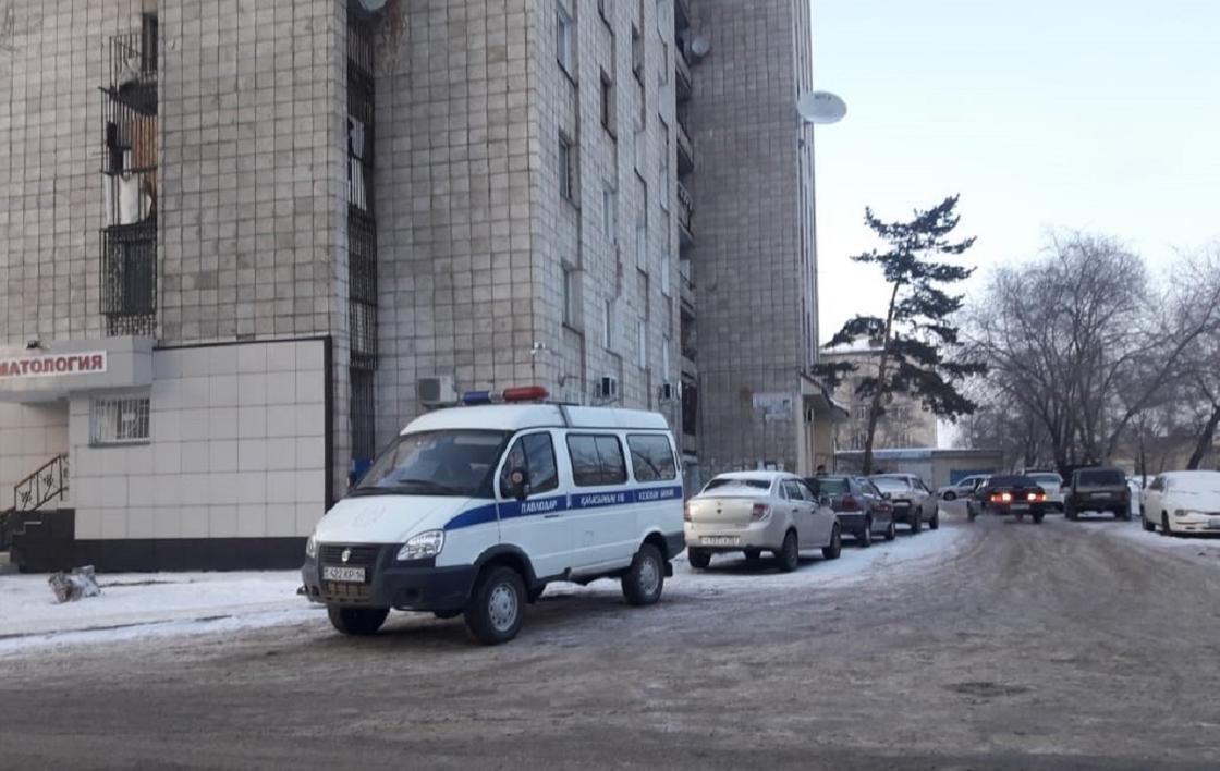 Женщина упала в шахту лифта и разбилась насмерть в Павлодаре