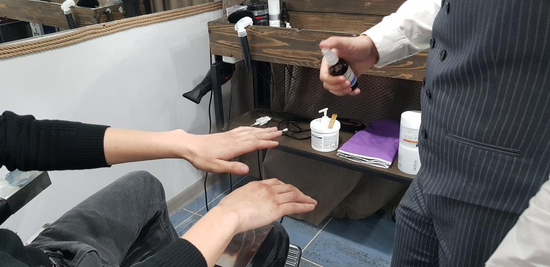 Ақтөбелік жігіттер де салонда бетіне маска, қолына маникюр жасайтын болған (фото)