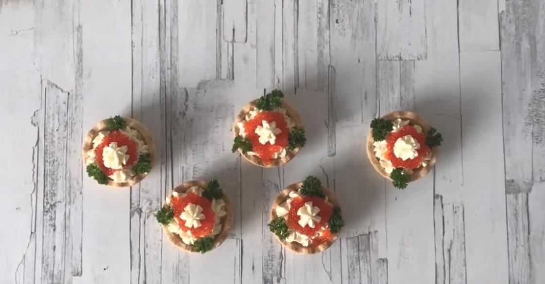 Тарталетки с начинкой: плавленый сыр с икрой